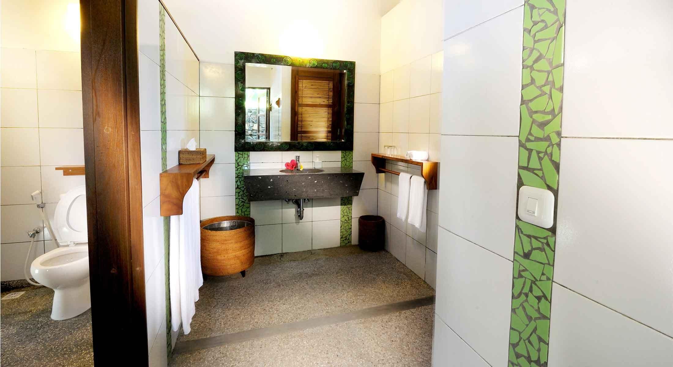 Garden-Room-Toilet-2200x1200